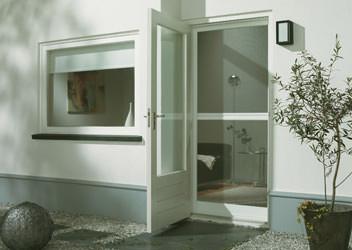 распашная сетка для двери