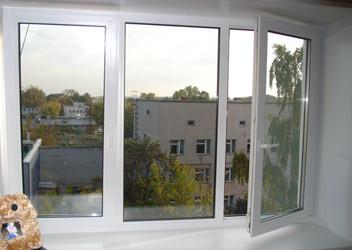 установка трехкамерных пластиковых окон