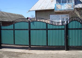 въездные ворота из профнастила
